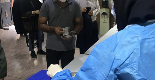 واکسیناسیون و لکه گیری جاماندگان از گروه متخصصین در بیمارستان میلاد شهریار