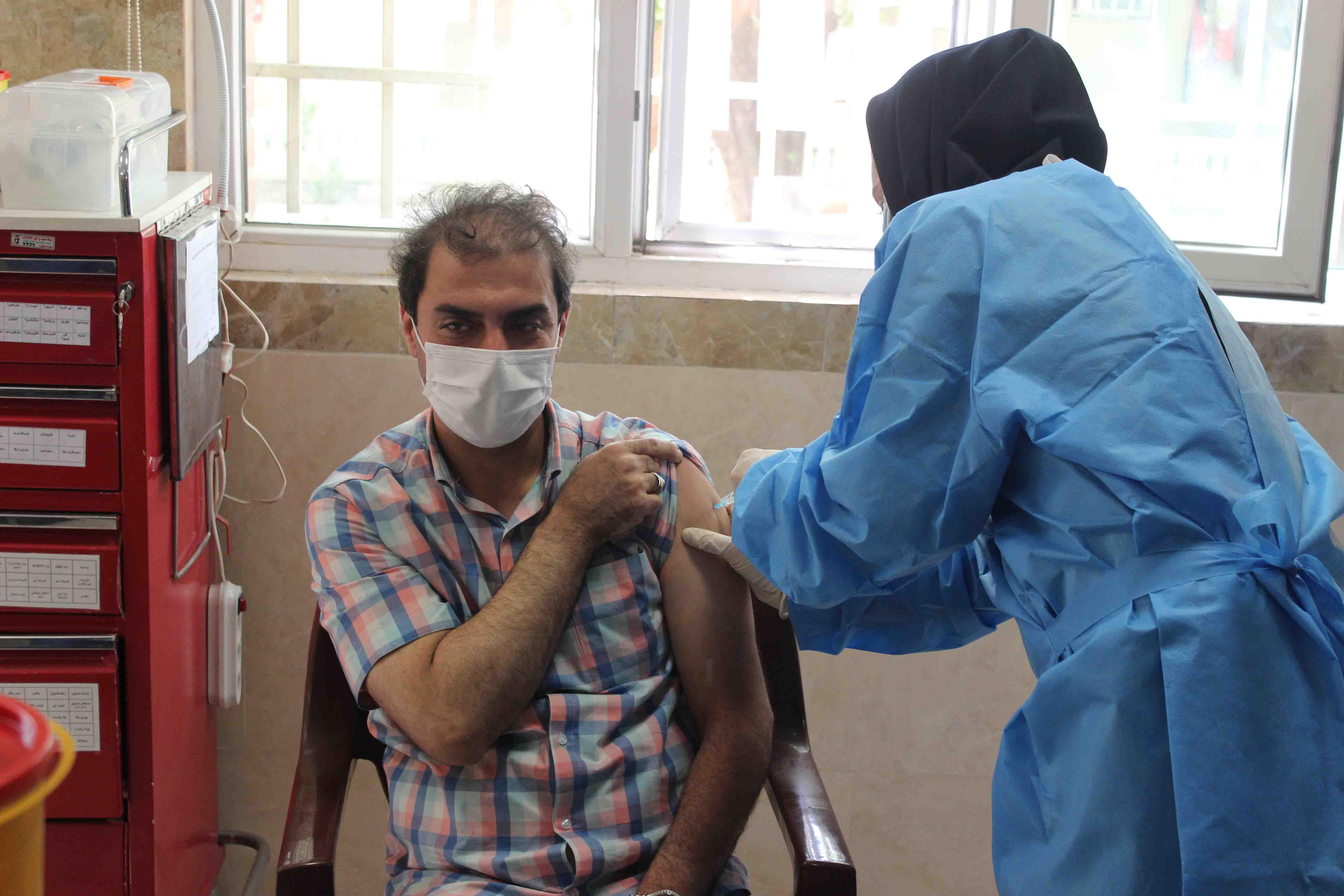 آغاز مرحله جدید تزریق واکسن کرونا به کادر شهریار در بیمارستان میلاد