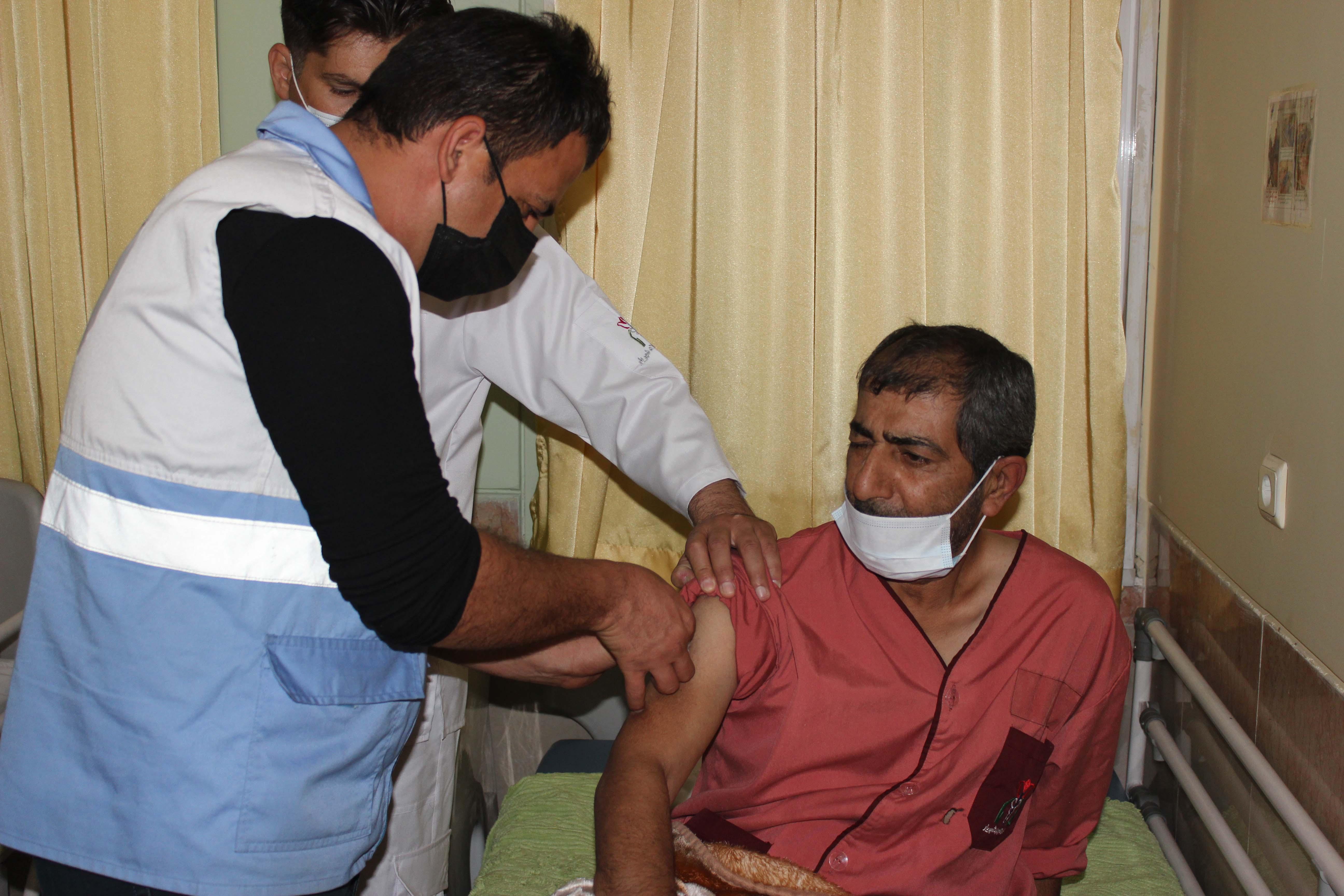 واکسیناسیون جانبازان اعصاب و روان بیمارستان میلاد شهریار انجام شد